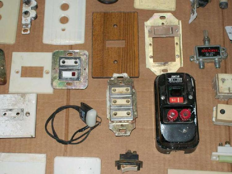 Lote de materiales de electricidad relativamente antiguos