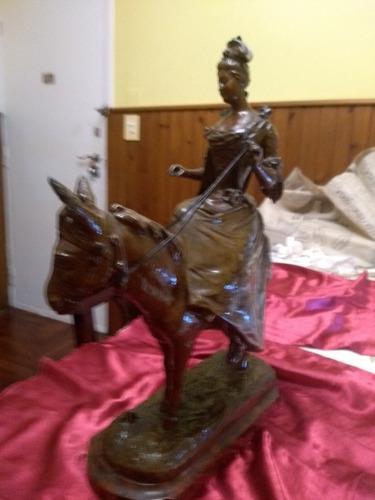 Escultura de bronce antigua