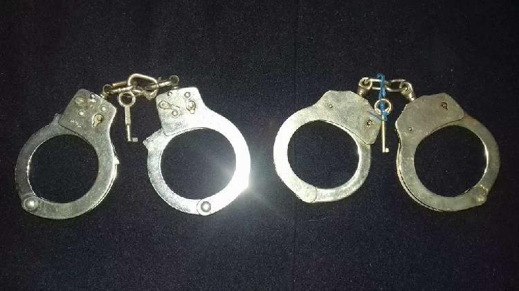 Esposas policiales otig el precio es por cada una
