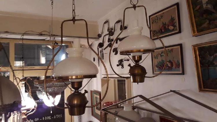 Lámparas lira de bronce con pantallas de opalina