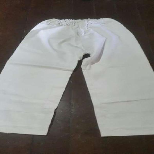 Pantalón para niño de judo marca kume.
