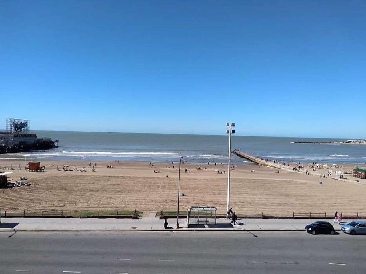 Alquiler depto. 2 ambientes a la calle con vista al mar.