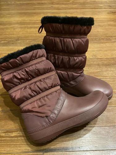 Botas de invierno impermeables crocs w9. forradas abrigadas!