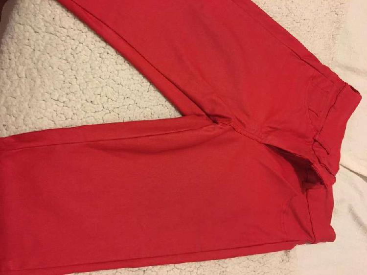 Pantalon engomado rojo chupin talle 36