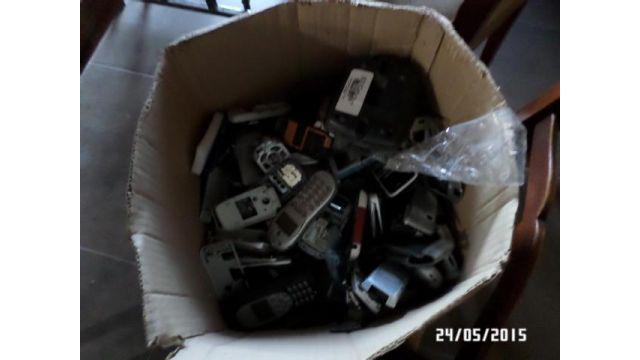 Celulares, baterias y cargadores varios