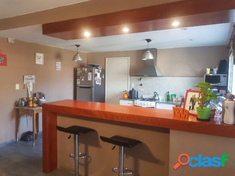 Venta casa de estilo moderno en Los Pinares de 3 ambientes y escritorio 3