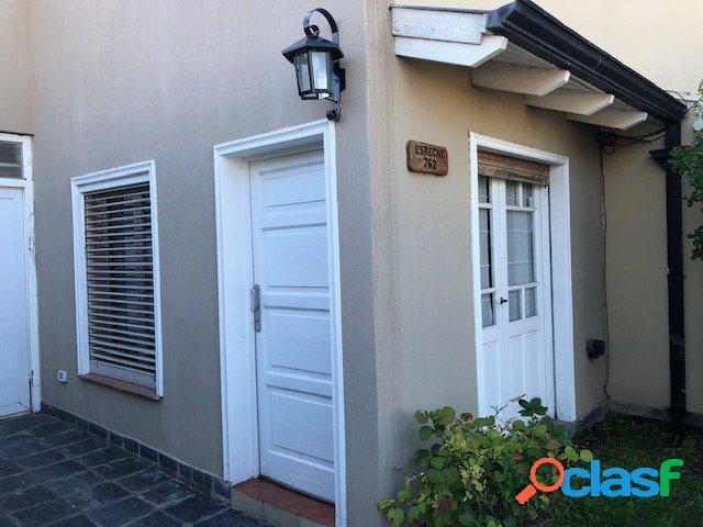 En venta, excelente casa en villa del parque, bahía blanca.