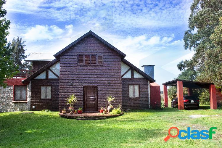 Casa -cabaña- de 3 ambientes con piscina, desarrollada en lote de 2472 metros. la armonia.