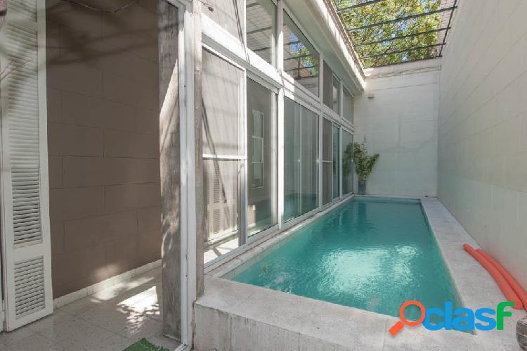 Hermosa casa antigua, integramente reciclada con piscina y terraza.