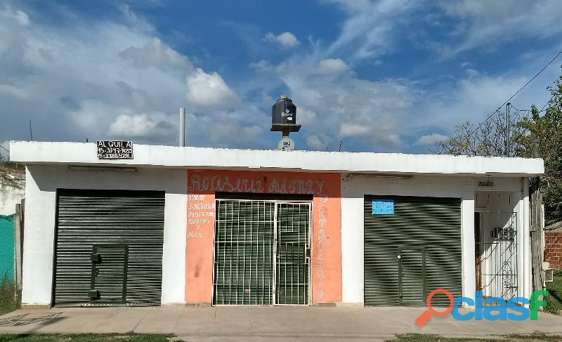 Tres locales en esquina con casa premoldeada al fondo y patio libre, José C. Paz, Venta