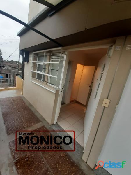 VENTA DE Dúplex DE 3 AMB Ubicado en en Barrio El Hogar Obrero. El complejo cuenta con seg 3