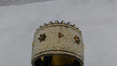 Antigua pulsera de plata dorada y perlas