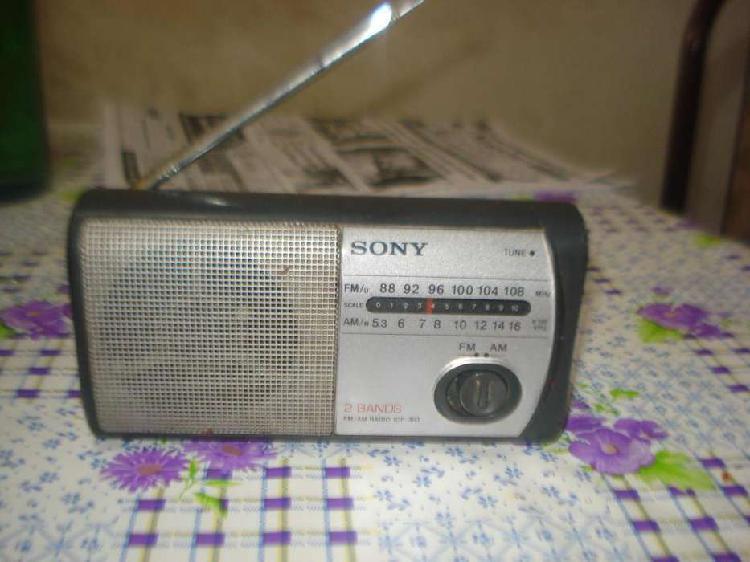 Radio sony icf 303 am/fm funcionando perfectamente exc sonid
