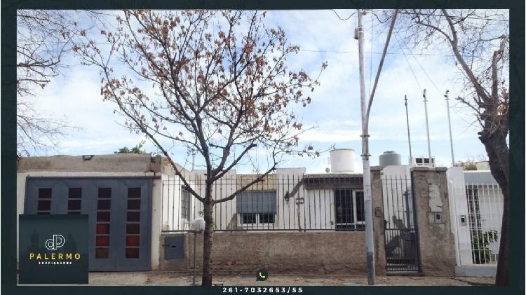 Casa a la venta de 3 habitaciones y 2 cocheras en 2° barrio