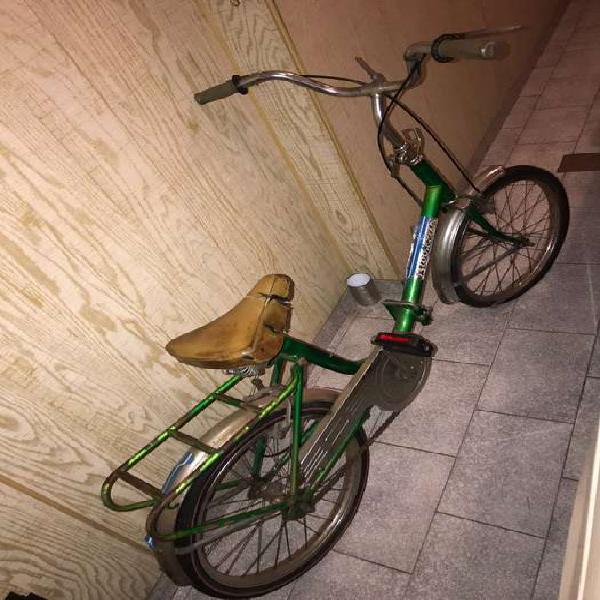 Bicicleta plegable antigua para restaurar