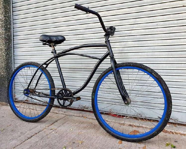Bicicleta playera negra rodado 26 llantas azul buen estado.