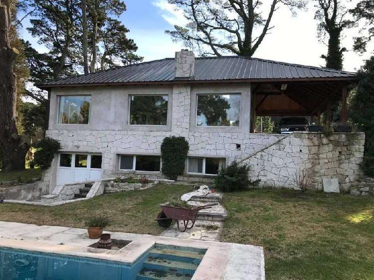Casa 3 ambientes con quincho y piscina