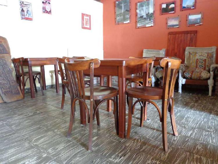 Mesas, sillas, mesa ratona, taburetes