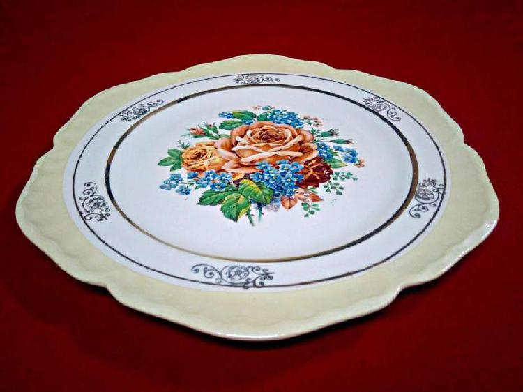 Plato decorativo antiguo porcelana filetes en oro 18k.