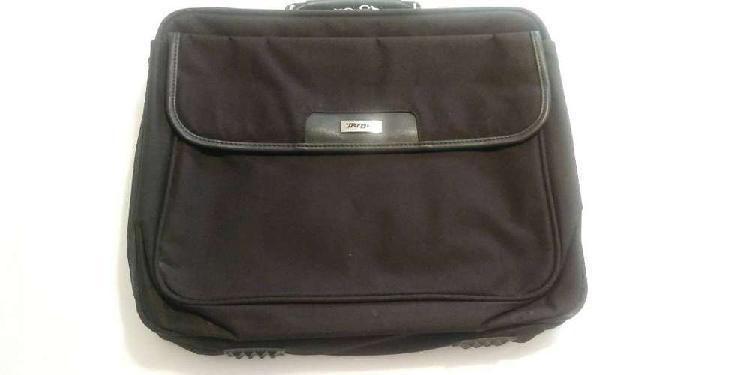 Porta notebook portafolio maletin targus 14 en belgrano