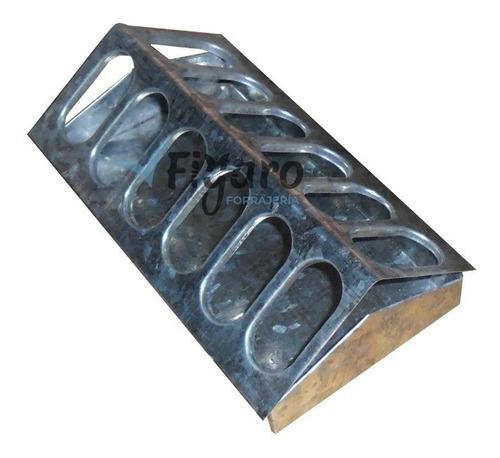 Comedero 6 ojales galvanizado para alimento de animales x 3u