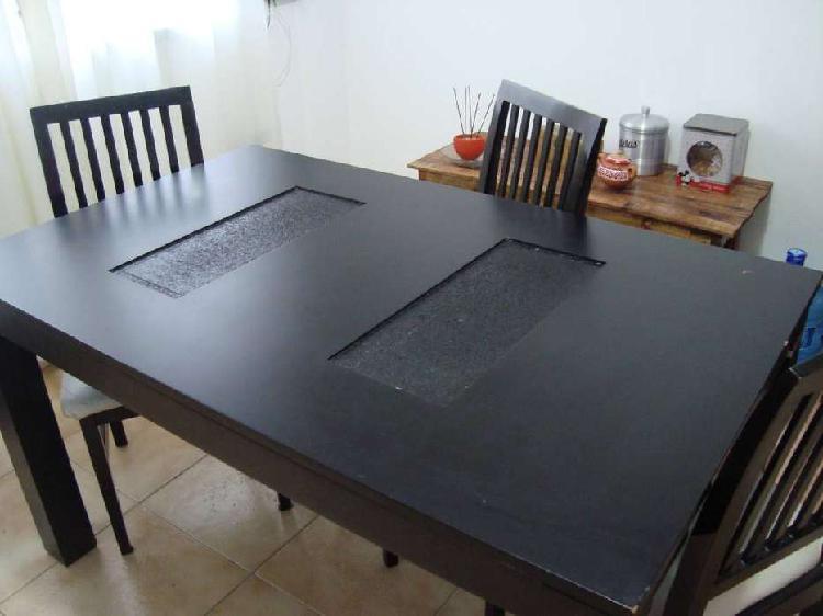 Mesa de comedor mas 4 sillas*