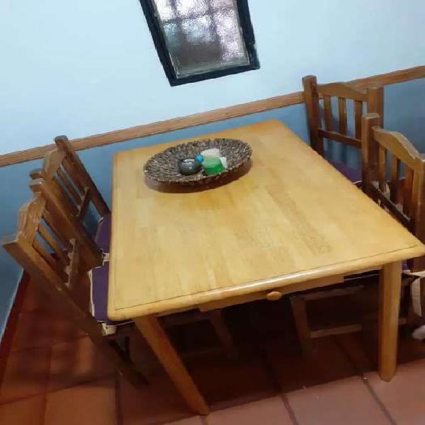 Mesa de madera haya pintada con laca