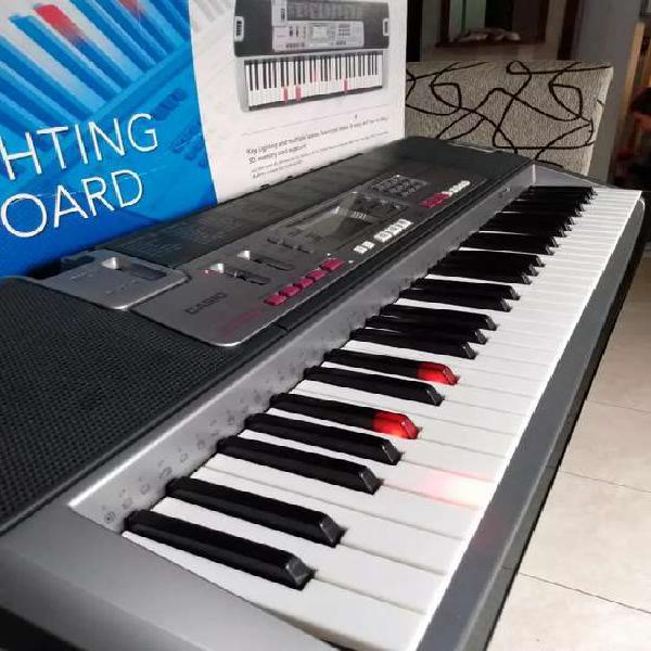 Teclado casio de 5 octavas con sistema de luces
