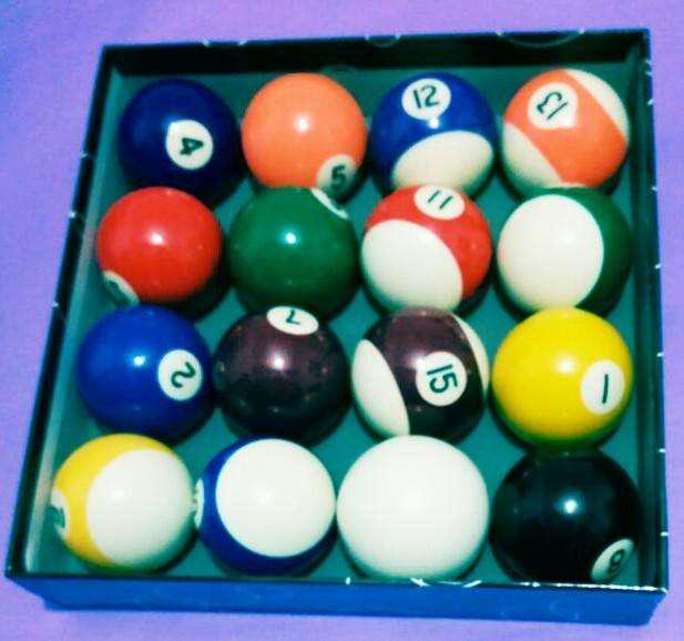 Caja de bolas de pool importadas