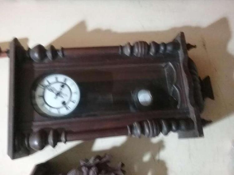 Reloj antiguo de pared funciona