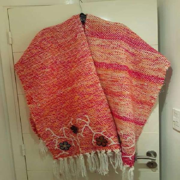 Ruana de lana tejida a telar