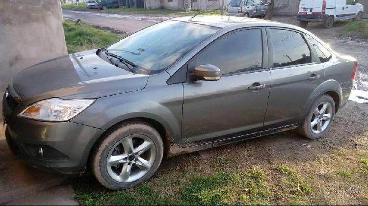Vendo o permuto ford focus 1.6 exe trend año 2011