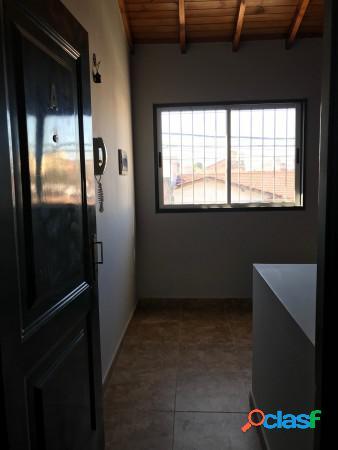 Venta - tipo casa 2 ambientes con balcón al frente en santos lugares