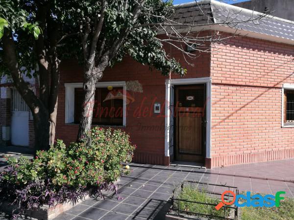 Casa en esquina c/ dpto en planta alta barrio roma