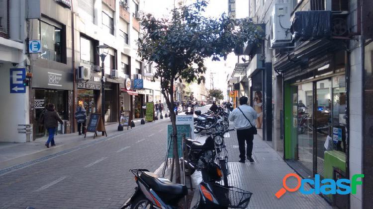 Local en alquiler en microcentro peatonal suipacha