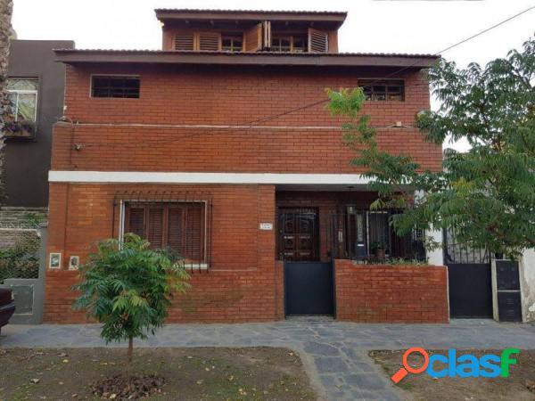 Casa 4 amb c/ pileta ideal dos familias, ubicada en riobamba 1354, lomas de zamora