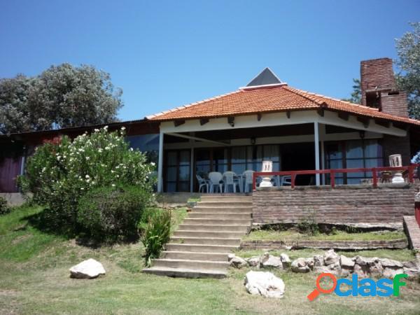 Hermosa casa con dos departamentos ubicada en villa del lago, increíble vista