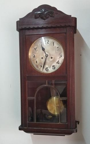 Antiguo reloj de pared aleman roble