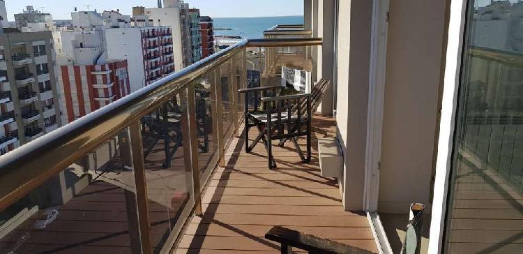 Departamento 2 ambientes. balcón al frente. zona la perla.