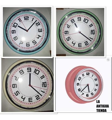 Reloj retro de pared vintage - la antigua tienda