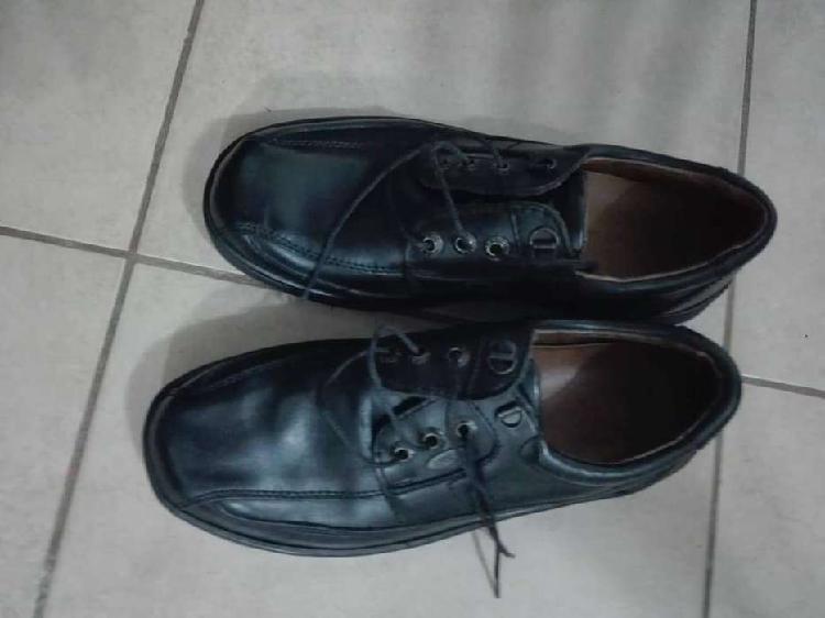 Zapato hombre cuero negro talle 40 con cordones y suela goma
