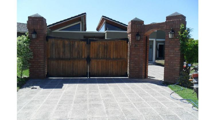 Ruiz inmobiliaria alquila hermosa casa en barrio altos del