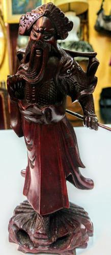 Antigua figura oriental en guindo