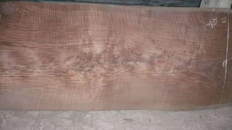 Chapa de madera en nogal californiano