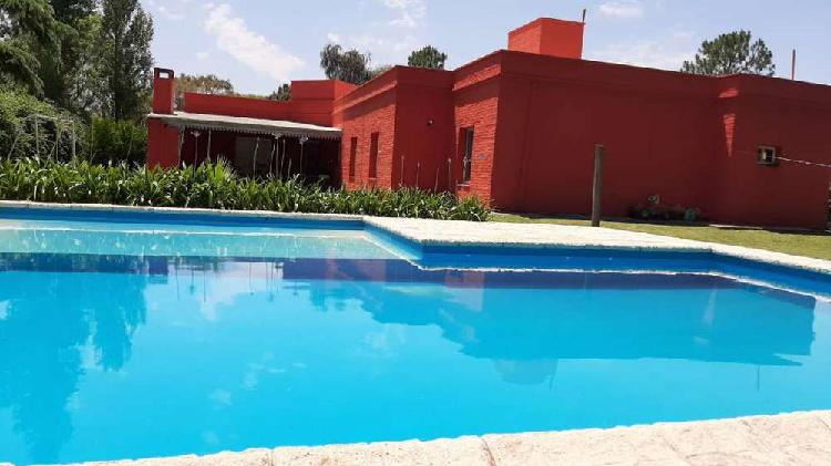 Dueño vende casa en villa allende. barrio la herradura.
