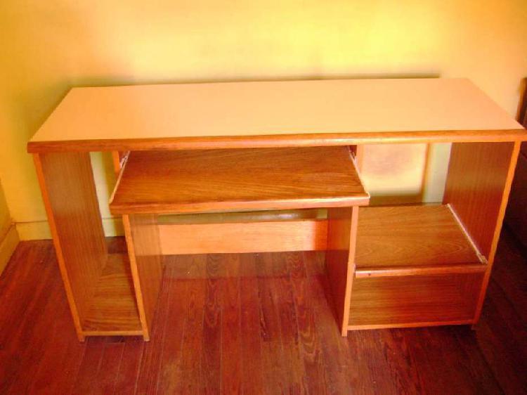 Escritorio y mesa de computadora