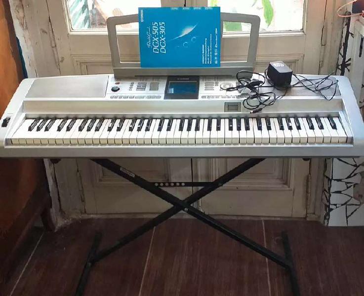 Piano yamaha portable grand dgx 305
