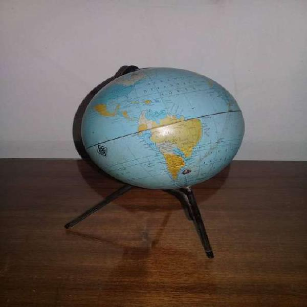 Antiguo globo terráqueo. marca rebo.