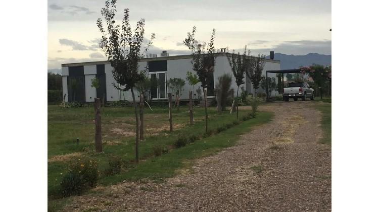 Casa 3 dormitorios de 98 m2 y 3 hectáreas 8050 m2 / calle