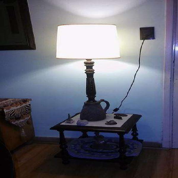 Mesa ratona y lampara artesanal, muy buen estado liquido por